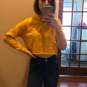 Small yellow cropped sweatshirt from H&M!